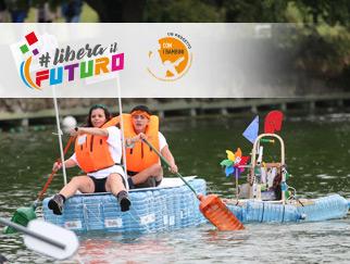La recycled boat della Ludoteca Giocamondo cavalca l'onda della regata riciclata